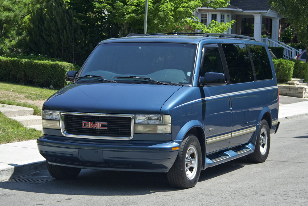 This 1999 GMC Safari Is A Great All Purpose Family Van With 133850km The Exterior And Interior Are Both In Good Condition Overall Drives Runs